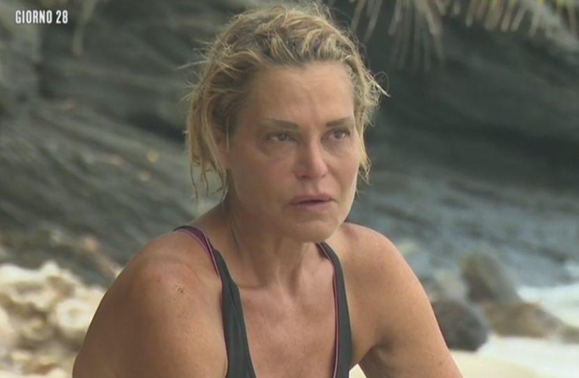 Simona-Ventura-Foto-da-video-17